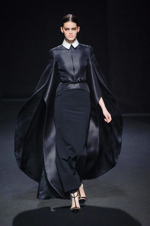 Sleeve, Shoulder, Fashion show, Formal wear, Style, Fashion model, Costume design, Dress, Fashion, One-piece garment,