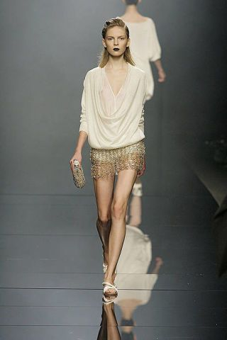 Clothing, Brown, Sleeve, Human body, Human leg, Shoulder, Fashion show, Joint, White, Style,