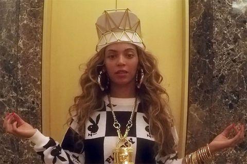 Finger, Hand, Fashion accessory, Crown, Headpiece, Hair accessory, Headgear, Costume accessory, Long hair, Body jewelry,