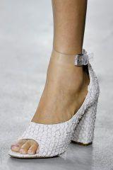Joint, Human leg, White, Style, Fashion, Tan, Pattern, Foot, Sandal, Beige,