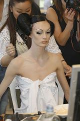 Christian Dior Fall 2008 Haute Couture Backstage - 003