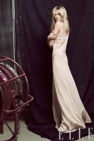 Clothing, Dress, Shoulder, Formal wear, Gown, One-piece garment, Wedding dress, Long hair, Day dress, Fashion model,