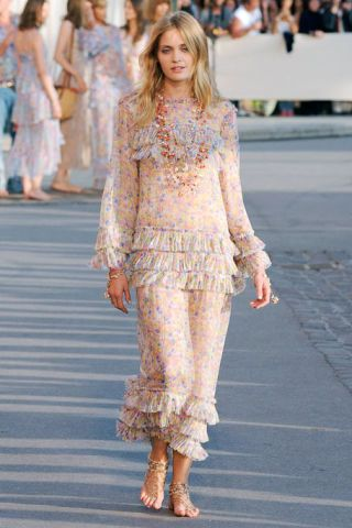 Clothing, Shoulder, Fashion show, Joint, Waist, Style, Fashion model, Street fashion, Runway, Summer,