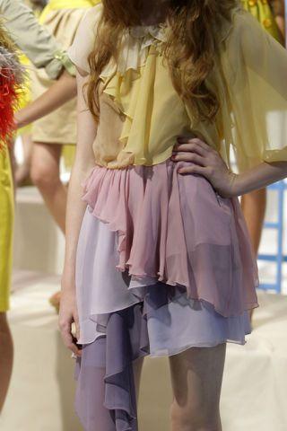 Leg, Yellow, Human leg, Joint, Thigh, Waist, Fashion, Trunk, Long hair, Street fashion,