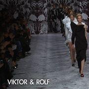 Fashion show, Runway, Fashion, Fashion model, Street fashion, Fashion design, Model, Haute couture, One-piece garment, Ankle,