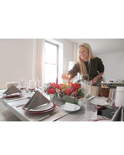 Serveware, Dishware, Tableware, Bouquet, Curtain, Interior design, Flower Arranging, Centrepiece, Linens, Home accessories,