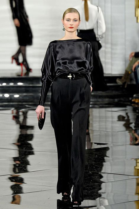 Shoulder, Fashion show, Joint, Style, Runway, Fashion model, Waist, Fashion, Street fashion, Model,