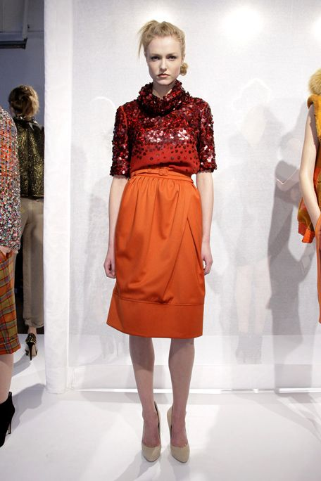 Clothing, Leg, Shoulder, Human leg, Textile, Joint, Style, Fashion model, Waist, Fashion show,