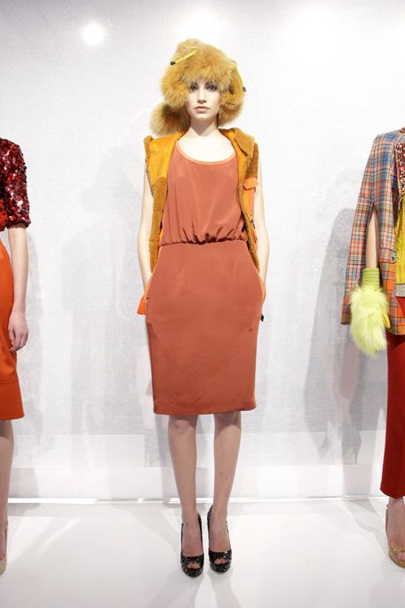 Shoulder, Textile, Joint, Red, Human leg, Dress, Style, Fashion accessory, Waist, One-piece garment,