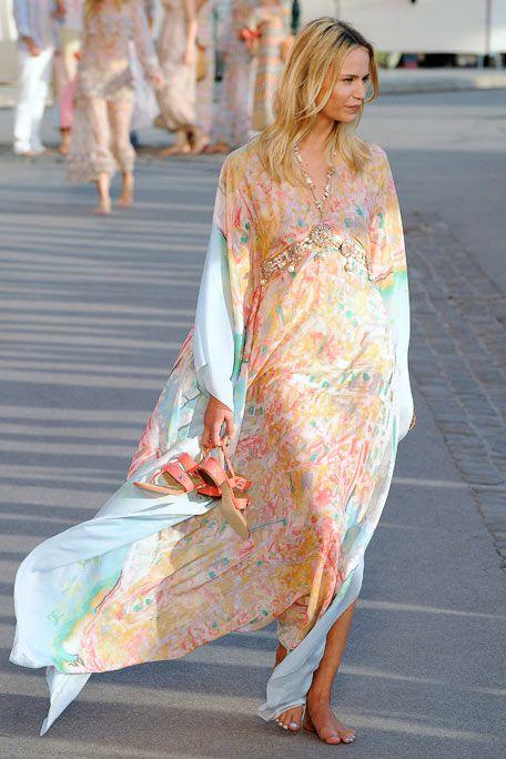 Textile, Street fashion, Fashion, Dress, Sandal, Fashion model, Long hair, Peach, Fashion design, Day dress,