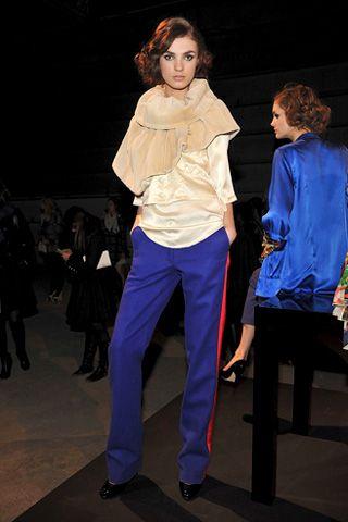 Leg, Product, Sleeve, Human body, Trousers, Shoe, Shoulder, Shirt, Outerwear, Standing,