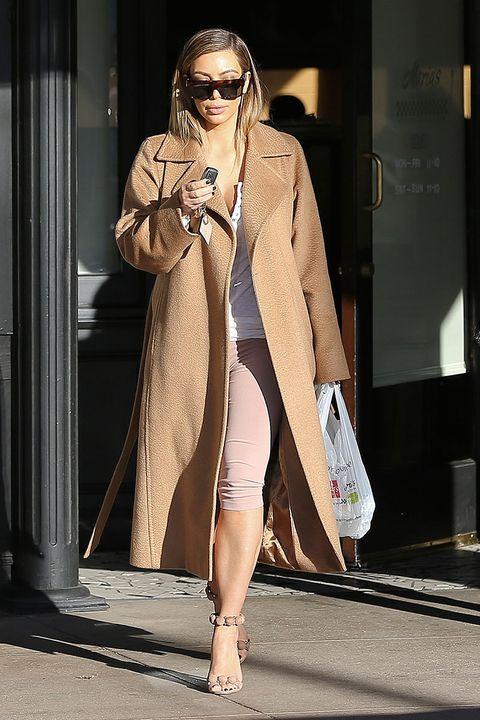 Clothing, Eyewear, Shoulder, Outerwear, Human leg, Style, Sunglasses, Fashion model, Fashion show, Bag,