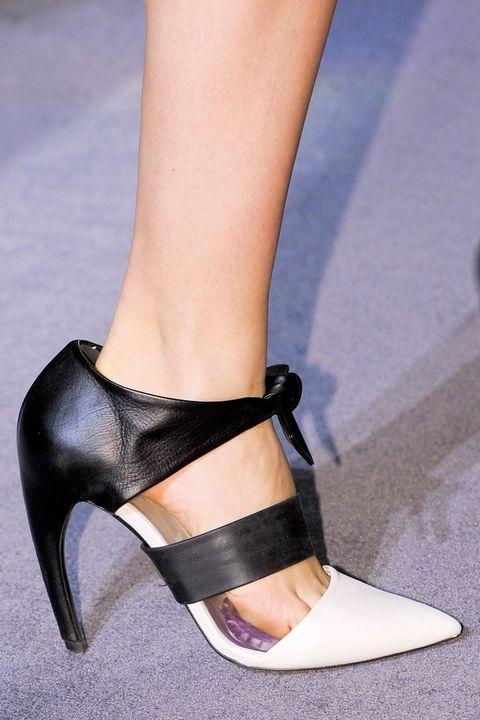 Footwear, Brown, Human leg, Joint, Sandal, High heels, Tan, Foot, Fashion, Beauty,