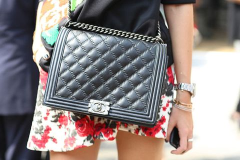Style, Pattern, Fashion, Bag, Street fashion, Nail, Waist, Shoulder bag, Fashion design, Pocket,