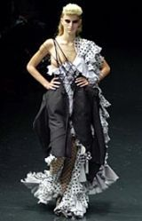 Alexander McQueen Spring 2002 Ready-to-Wear Collection 0002