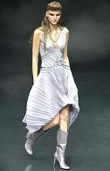 Alexander McQueen Spring 2002 Ready-to-Wear Collection 0003