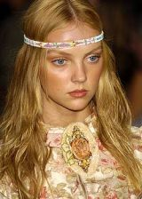 Anna Sui Spring 2005 Ready-to-Wear Detail 0003