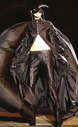 Alexander McQueen Fall 2002 Ready-to-Wear Collection 0002