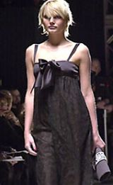 Oscar de La Renta Fall 2002 Ready-to-Wear Collection 0003