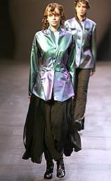 Issey Miyake Fall 2002 Ready-to-Wear Collection 0003