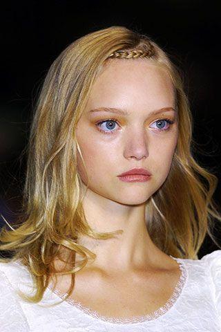 Mouth, Lip, Cheek, Hairstyle, Chin, Eyebrow, Eyelash, Beauty, Blond, Brown hair,