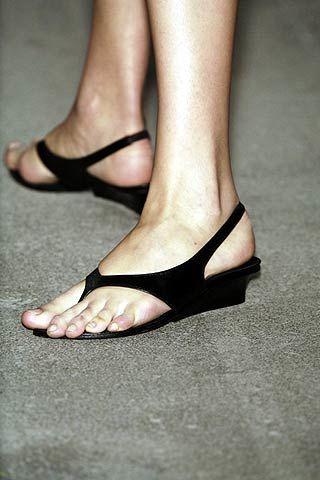 Toe, Skin, Human leg, Joint, Foot, Organ, Tan, Fashion, Beauty, Close-up,