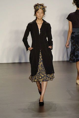 Clothing, Leg, Sleeve, Human body, Shoulder, Textile, Joint, Fashion show, Dress, Style,
