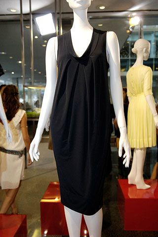 Dress, Shoulder, Joint, Mannequin, One-piece garment, Fashion, Cocktail dress, Day dress, Fashion design, Carpet,