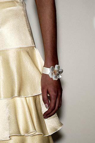 Finger, Brown, Textile, Khaki, Wrist, Jewellery, Fashion, Body jewelry, Metal, Beige,