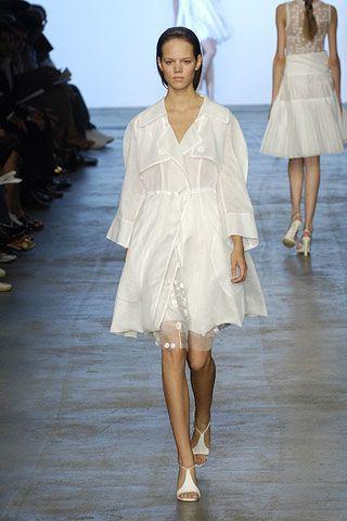 Clothing, Leg, Dress, Fashion show, Shoulder, Textile, Joint, Human leg, Runway, White,