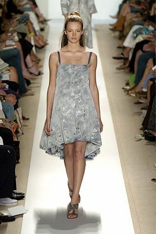 Clothing, Footwear, Leg, Fashion show, Event, Shoulder, Runway, Human leg, Joint, Dress,