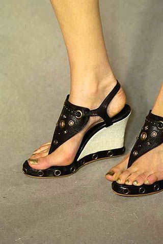Toe, Human leg, Joint, Sandal, Foot, Organ, Fashion, Tan, Beige, Nail,