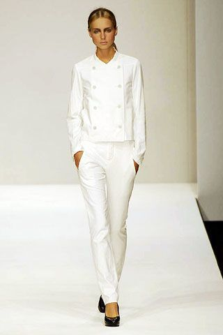Sleeve, Shoulder, Joint, Fashion show, White, Standing, Collar, Style, Formal wear, Fashion model,