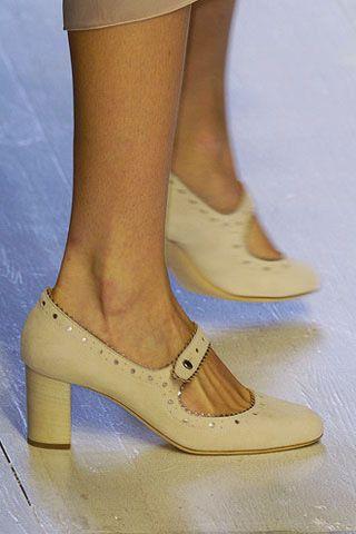 Footwear, Brown, Human leg, Joint, Tan, Foot, Sandal, Fashion, High heels, Toe,