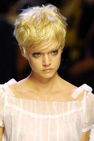 Lip, Hairstyle, Style, Blond, Drink, Eyelash, Portrait photography, Portrait, Chest, Model,