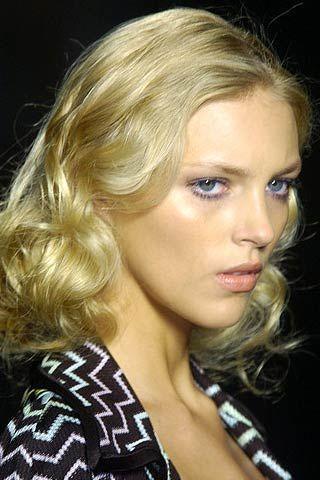 Hair, Lip, Cheek, Hairstyle, Chin, Eyebrow, Eyelash, Style, Beauty, Blond,