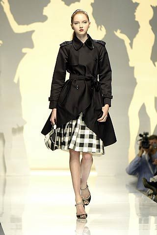 Clothing, Leg, Sleeve, Shoulder, Collar, Joint, Standing, Human leg, Fashion model, Formal wear,