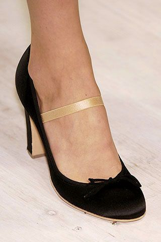 Footwear, Human leg, Joint, Sandal, High heels, Toe, Foot, Tan, Fashion, Black,