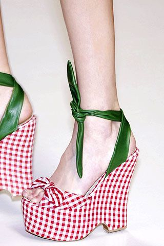 Green, Joint, Sandal, High heels, Style, Basic pump, Pattern, Fashion, Foot, Close-up,