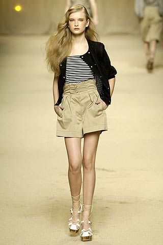 Clothing, Brown, Sleeve, Shoulder, Human leg, Joint, Fashion show, Style, Fashion model, Knee,