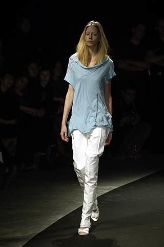 Shoulder, Fashion show, Shoe, Style, Runway, Fashion model, Fashion, Beauty, Waist, Knee,