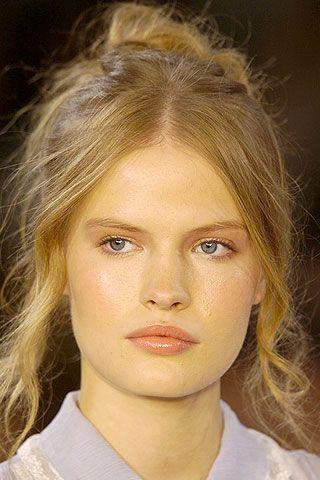 Hair, Face, Lip, Eye, Cheek, Mouth, Hairstyle, Chin, Eyebrow, Collar,
