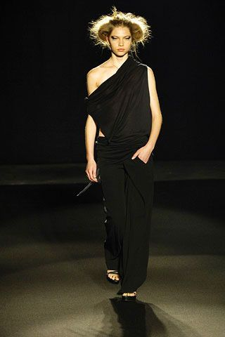 Shoulder, Joint, Standing, Style, Waist, Fashion model, Fashion, Knee, Fashion show, Model,