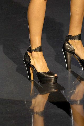 Betsey Johnson Spring 2007 Ready-to-wear Detail 0002