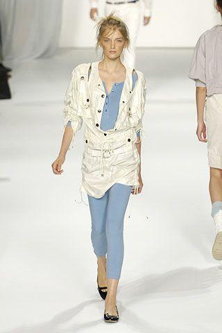 Leg, Sleeve, Shoulder, Textile, Human leg, Joint, Outerwear, White, Style, Denim,