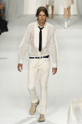 Leg, Dress shirt, Collar, Sleeve, Trousers, Shoulder, Shirt, Textile, Standing, Photograph,