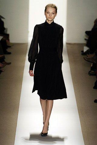 Leg, Sleeve, Human leg, Shoulder, Shoe, Joint, Standing, Dress, Formal wear, Style,