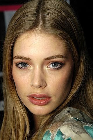 Anna Sui Fall 2006 Ready-to-Wear Backstage 0002