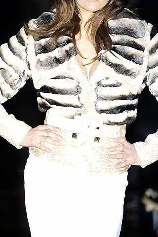 Julien Macdonald Fall 2006 Ready-to-Wear Detail 0003