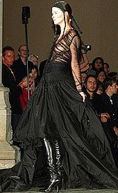 Alexander McQueen Fall 2002 Ready-to-Wear Collection 0001
